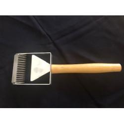 Professional comb for quick exfoliation